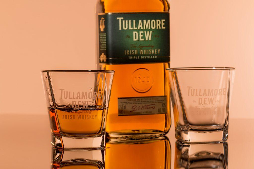 Drinki z whisky - 3 znane i cenione drinki Godfather, Manhattan i Apple Jamy 1 - Twój Głos 📌 e-TG.pl