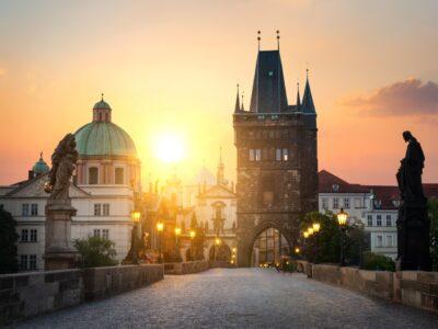Most Karola w Pradze o 艣wicie. Republika Czeska