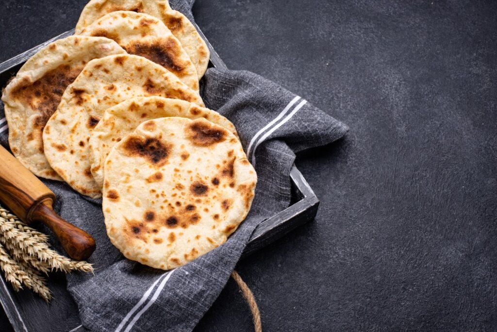Chleb Pita, tradycyjne 偶ydowskie i izraelskie jedzenie