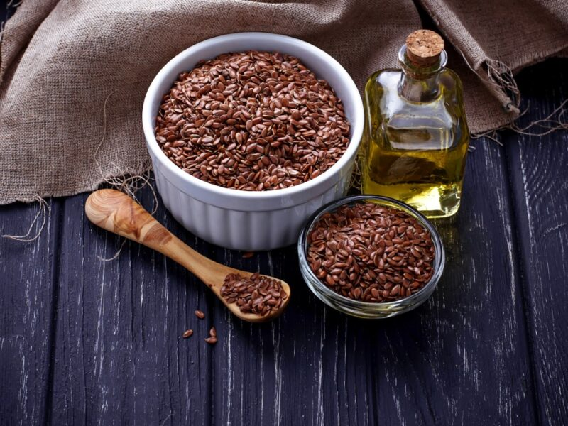 Olej lniany pokarm dla m贸zgu i siemie lniane dla zdrowego od偶ywiania i medycyny naturalnej 1 - Tw贸j G艂os 馃搶 e-TG.pl